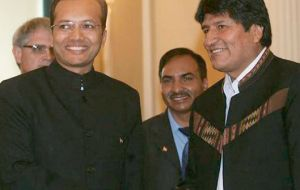 Bolivian President Evo Morales greeted Indian investor Naveen Jindal (L) saying 'I'm also Indian'