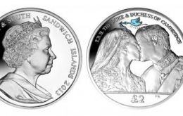 The SG coin shows a blue stork delivering its precious bundle with the date of the birth.