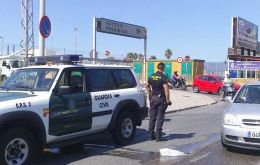 Guardia Civil controls have caused long queues in the border for thousands of tourists and Gibraltarians