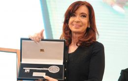 Cristina Fernandez receives the keys of Montevideo from Mayor Ana Olivera