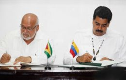 President Maduro and his Guyana peer Ramotar (L) during the official ceremony