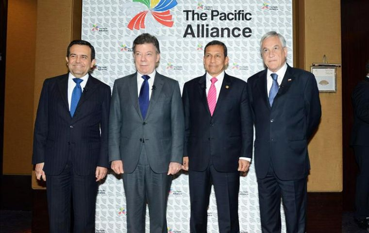 The three presidents, and Mexico's trade minister  (L) at the conference