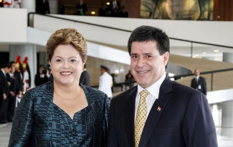 Dilma and Cartes meet at the Planalto