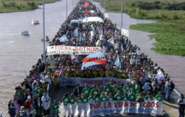 A protest march picture of the San Martin river linking Argentina with Uruguay: a repeat on Sunday?