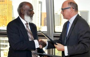 Elrington and Timerman congratulate each other following the agreement