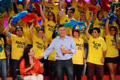 Macri, confirms his leadership in the capital Buenos Aires with the 2015 T shirts