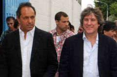 Scioli the only somber face in the president's team celebrating 'victory' with cheerleader Boudou