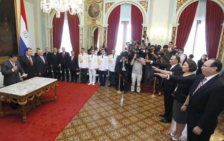 President Cartes at the ceremony in Government House with Enrique Jara, named ambassador in Venezuela