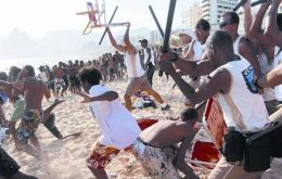 During the dragnets dozens of marauding youths descend en masse to the beach snatching bags, watches, jewels and cell-phones