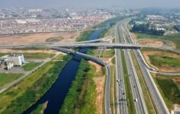 The 400m dollars will help to fully rehabilitate 570 kilometers of highways