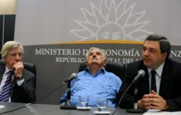 Bergara (R) surrounded by powerful friends, Mujica and Astori
