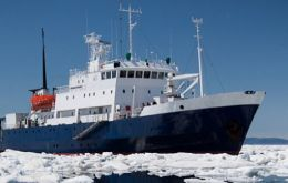 MV Akademik Shokalskiy caught in Commonwealth Bay on Christmas Day had to also spend New Year surrounded by ice