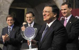Meanwhile Spain honors EC president Barroso with the Carlos V European prize