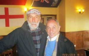 Ricardo Villa and Osvaldo Ardiles in the Falklands. (Pic by Twitter_@ChrisKey3)
