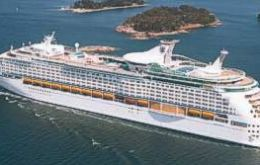 """Explorer of the Seas"" had 3.050 passengers on board and 570 fell sick"