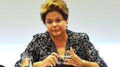 Para os estádios da Copa do Mundo e os atrasos de infra-estrutura a presidente Dilma Rousseff deve enfrentar a agitação da polícia