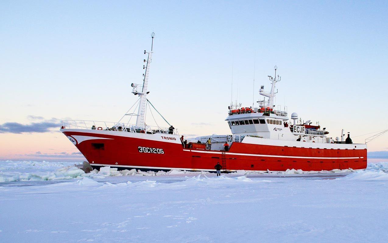 El buque Tronio del Grupo Regal (Celeiro, Lugo) el mayor depredador del Artico, procesa más de 300.000 toneladas de merluza negra de una sola atacada.