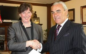 Ms Fiona Clouder and Director of Protocol of the Chilean Foreign Ministry, James Sinclair.