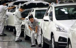 China's Dongfeng Motors will invest about 800m Euros in return for 14% stake in the French company until now dominated by the Peugeot family
