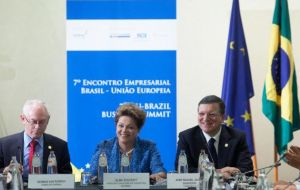 Rousseff next to Van Rompuy and Barroso during the Brazil/EU summit