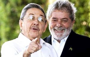 Lula da Silva and Raúl Castro during a visit to the port of Mariel and its industrial zone financed by Brazil