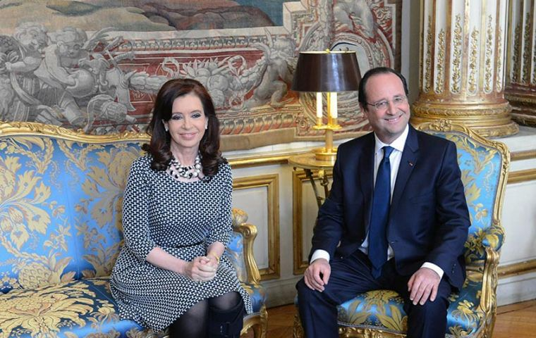 "Cristina Fernandez and Hollande at the Elysee Palace: ""France wants Argentina to overcome its financial bustles"""