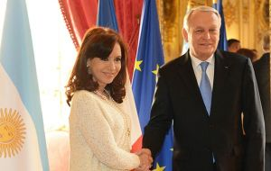 The Argentine president with French PM Jean-Luc Ayrault