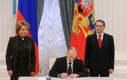 The Russian president signs the law ensuring control of a territory considered strategic for Moscow