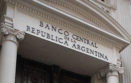 The Argentine central bank lost only 621 million dollars in reserves during February compared to 2.9bn in January