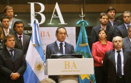 Scioli and his full cabinet make the announcement