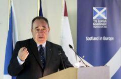Il primo ministro Alex Salmond durante un discorso al Collegio d'Europa a Bruxelles