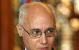 Dr. Ivanov says Cristina has chosen to acclaim President Putin's action in Crimea, hoping in return support the Argentine Falklands' claim.