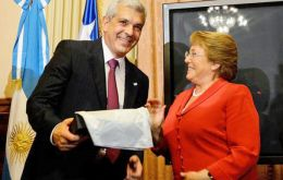 The president of the Lower House Dominguez with visiting president Bachelet