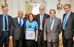 Ambassador Castro hosted a debate on soccer between UK and Argentine journalists