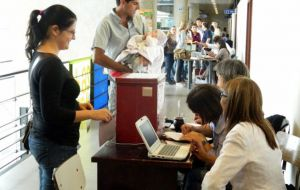 Voting in the primaries is not compulsory but the Uruguayan Electoral Court, with the support from armed forces is running the show
