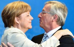 Angela Merkel strongly supports Mr. Junker who is considered too much of a federalist by London