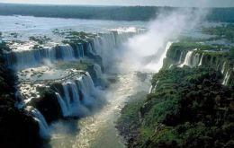 The Devil's Gorge is the main attraction of the Iguazu falls