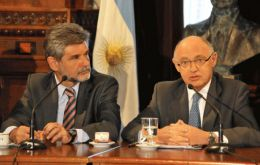 Timerman and Filmus (L) are heading the Argentine delegation to the UN