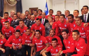 Bachelet selfies with some of the players at La Moneda palace