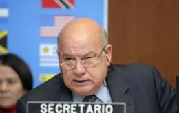 OAS Secretary General Insulza expressed his solidarity with Argentina and the  unusual situation the country is in