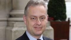 Ambasciatore Manley ha ribadito le preoccupazioni del Regno Unito su attività spagnole in mare e ha continuato ritardi alle frontiere durante la riunione presso il Palacio de Santa Cruz.