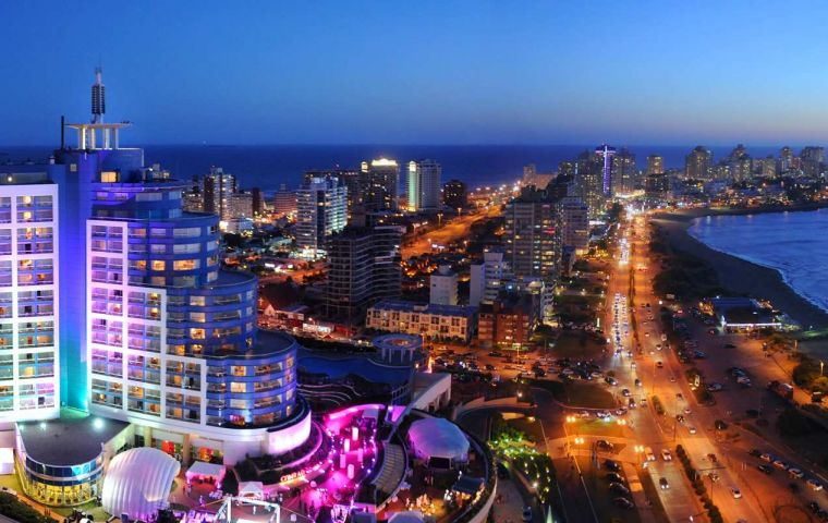 Hotels and other tourist attractions in Punta del Este are bracing for a slow summer season after Argentina's refusal to pay holdout bondholders.
