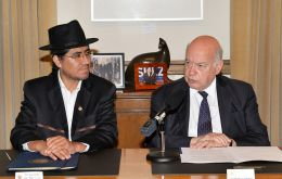 Insulza and Bolivian representative Pary (L) during the signing ceremony at OAS headquarters in Washington