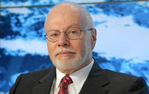 Following on a Nevada magistrate ruling, Paul Singer is after the assets from Argentines close to the country's leaders