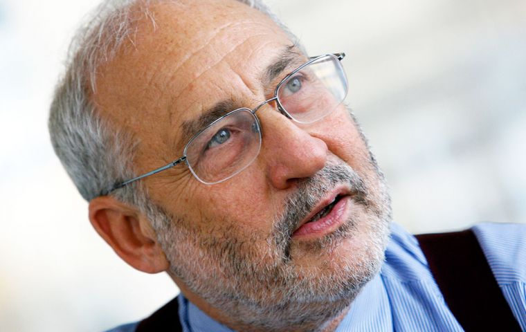 """From a global perspective, it is not possible to understand why a magistrate gets to have the right to judge about any bond in the world"", said Stiglitz"