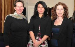 Ambassador Fiona Clouder, Chairman of Oxford Alumni Chile Isabel Palma Kucera and Professor Leigh Payne
