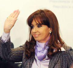 Cristina Fernandez ha anche affrontato le centinaia di sostenitori che cambiano chiamata per l'unità e la difesa della dignità e sovranità dell'Argentina