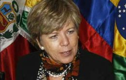 """The regional market is key to developing value chains in Latin America and the Caribbean"", argues ECLAC secretary Barcena"