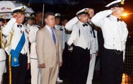 Prince Charles and President Santos meet the frigate's officers before the evening's sunset ceremony (Pic RN)