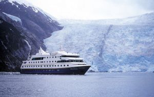 Last season of 90.149 cruise visitors, 44.721 went on to Antarctica